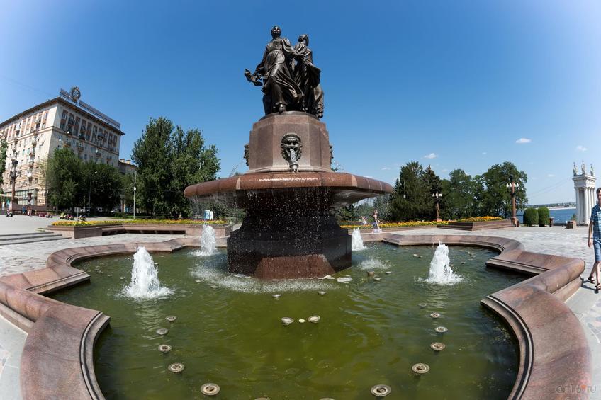 Фонтан «Искусство» в Волгограде::Волгогорад. 2015