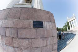 Мемориальная табличка. Набережная Волгограда — объект культурного наследия регионального значения