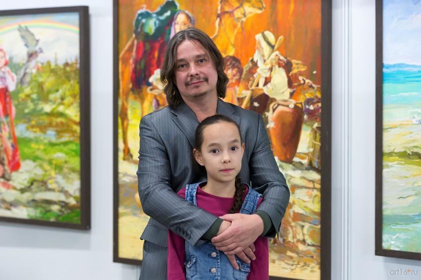Александр Шадрин с дочерью::Арт-галерея. Казань—2015