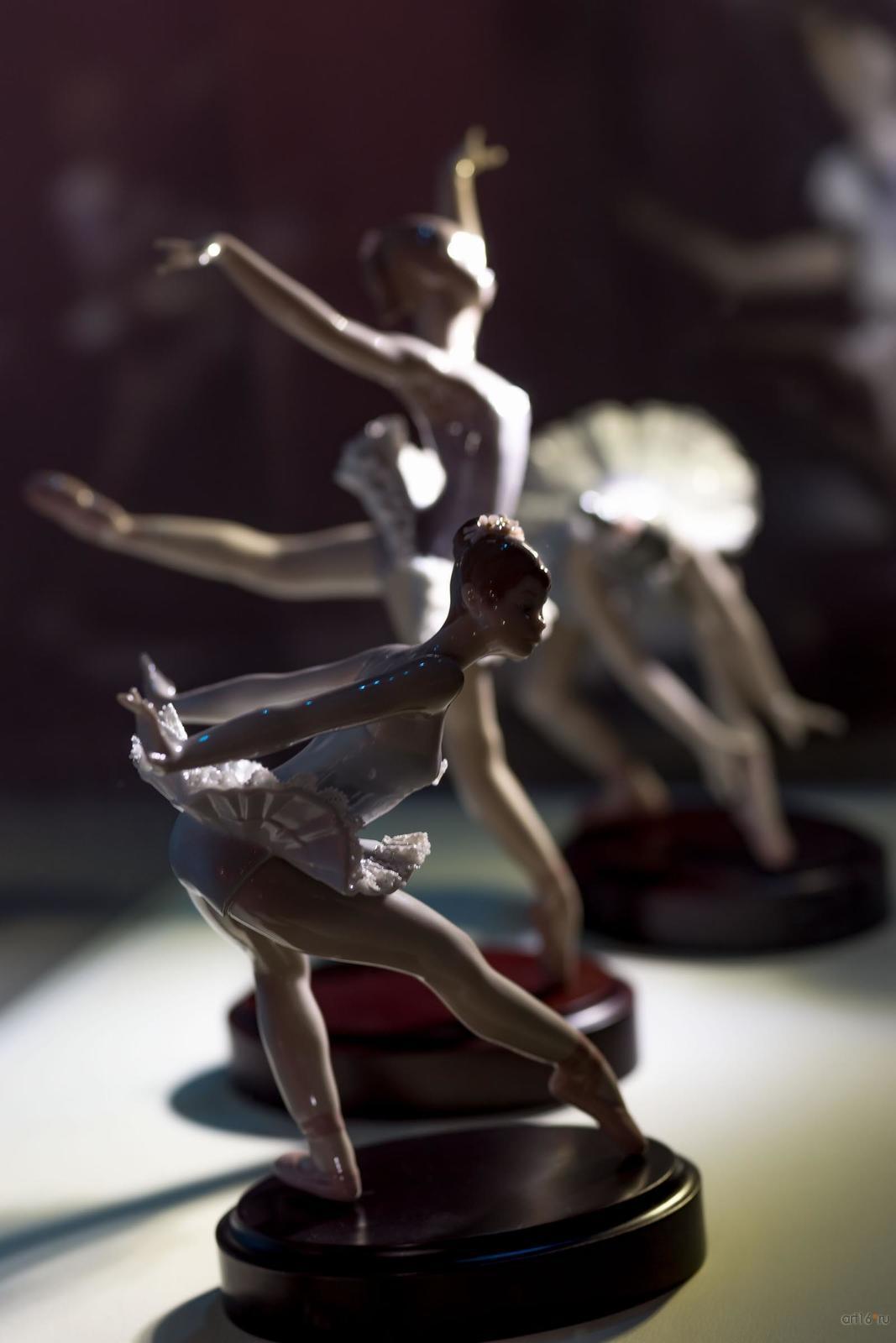 Фото №865727. Реверанс. Поклон. Прыжок. На пуантах. Оборот. Скульптор Сальвадор Дебон. 1991-1994