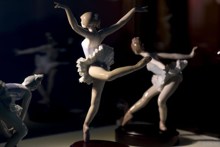 Фото №865733. Реверанс. Поклон. Прыжок. На пуантах. Оборот. Скульптор Сальвадор Дебон. 1991-1994