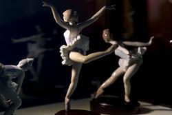 Реверанс. Поклон. Прыжок. На пуантах. Оборот. Скульптор Сальвадор Дебон. 1991-1994