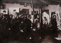 Николай Фешин с учениками в натурном классе КХШ, 1910-е (фото)