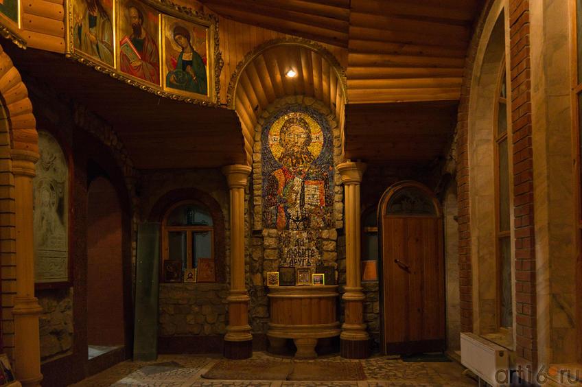 Фото №86921. Часовня Вселенского храма. Мозаичное панно (изображение Иисуса Христа), набранное уч. 9 класса Зульфией