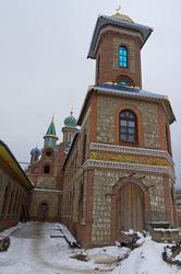 Во дворе Вселенского храма (вход в мечеть)