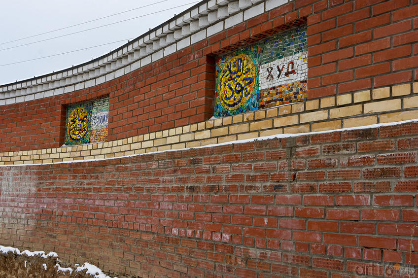 Фото №87237. Стена вокруг территориию Вселенского храма с именами Пророков