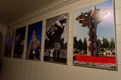 Фотографии монументов, поставленных Ильдаром Хановым
