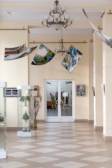 Фрагмент экспозиции выставки «Полет над Черным озером»::Полет над Черным озером. Рашит, Чингиз и Анастасия Сафиуллины