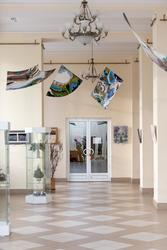 Фрагмент экспозиции выставки «Полет над Черным озером»