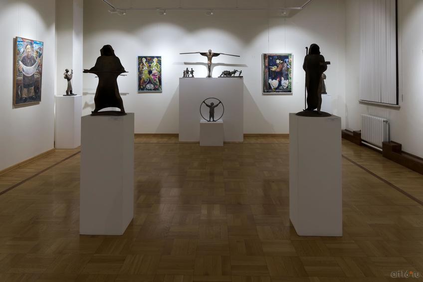 Фото №876416. Фрагмент экспозиции выставки Рустама Габбасова