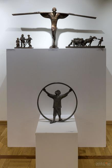 Фрагмент экспозиции::Рустам Габбасов. Скульптура, живопись. Выставка
