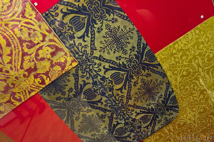 Ткань с крупным желтым узором../ Ткань Ткань шелковая синего цвета / Ткань камка желтая