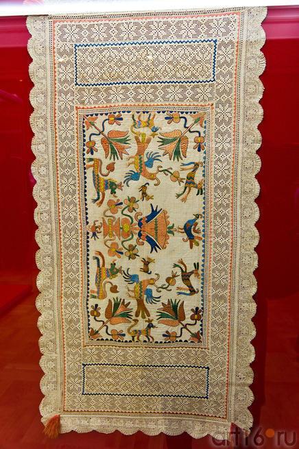 Покров с изображением зверей, птиц и цветов/ Испания, XVII в.