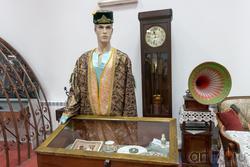 коллекция старинной мебели конца 19 – нач. 20 вв., предметы городского быта, одежда
