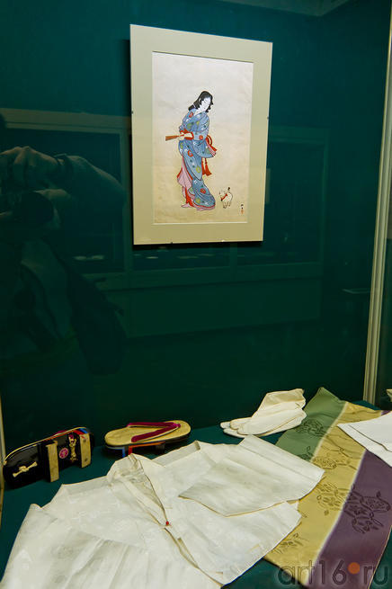 Дзюбан /Хада-дзюбан / сандалии Гэта /Носки Широ-Таби /Пояс Оби с орнаментом /Сентаро Ивато.::Японские гравюры