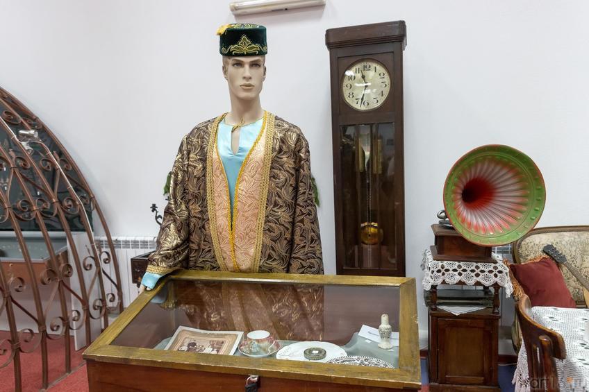 Фото №883058. коллекция старинной мебели конца 19 – нач. 20 вв., предметы городского быта, одежда