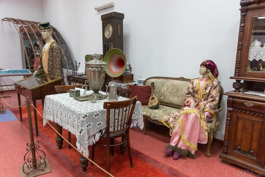 Фото №883062. Коллекция старинной мебели кон. XIX-нач XX вв., предметы городского быта, одежда
