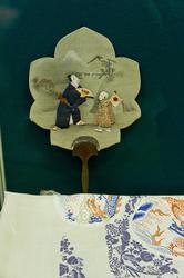 Веер с изображением мужчины и мальчика. XIX в.
