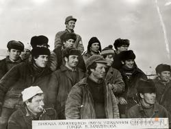 Бригада каменщиков В.С.Мавликова (в центре)
