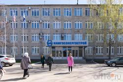 Здание строительного объединения КАМГЭСЭНЕРГОСТРОЙ на площади В. Высоцкого