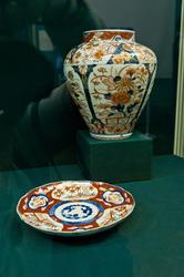 Ваза и тарелка с росписью в стиле «Имари»