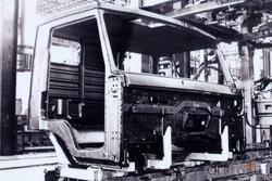 Фото: Еа ПРЗ изготовлена первая кабина. 19 декаюря 1975