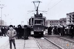 Фото: Первый трамвай в городе, 8 октября1973