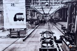 Фото А.Мошина:  Главный конвейер автомобильного завода, первая рама. Деакбрь 1975