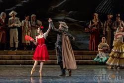 Китри и Дон Кихот танцуют менуэт