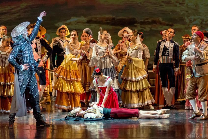Фото №886245. Дон Кихот приказывает Лоренцо выполнить просьбу Китри и благословить их брак с Базилем