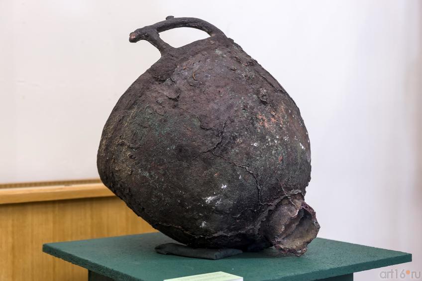 Котел с зооморфными ручками из кургана Темир (IV в. до н.э.)::Выставка «Кочевники Аркаимских степей»