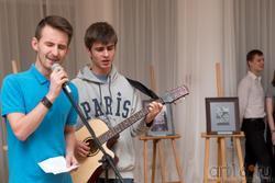 Ярослав Курашов (гитара) с другом