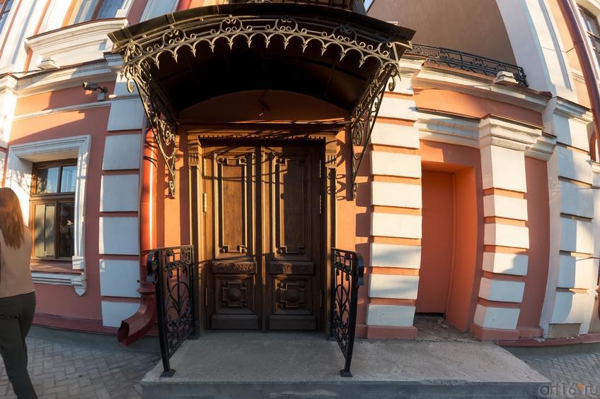 Парадное крыльцо дома Банарцева (К.Маркса, 18)::19.05.2016 Экскурсия ASG