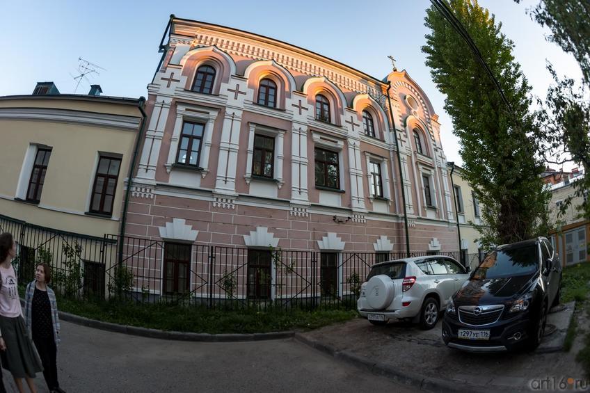 Фото №886982. Домовая церковь Казанского Епархиального управления (вид со двора)