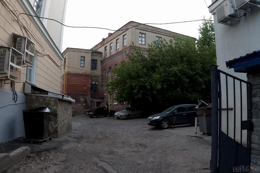 Фото №886998. Здание во вдворе общежития КАИ №1, когда то входившее в архитектурный ансамбль Богородицкого монастыря