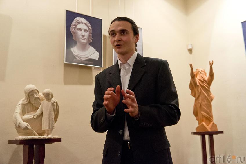 Фото №88727. А.Леонов на открытии выставки ''Молитва в скульптуре!