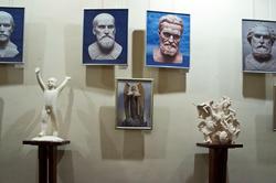 Фрагмент экспозиции выставки  А.Леонова ''Молитва в скульптуре''