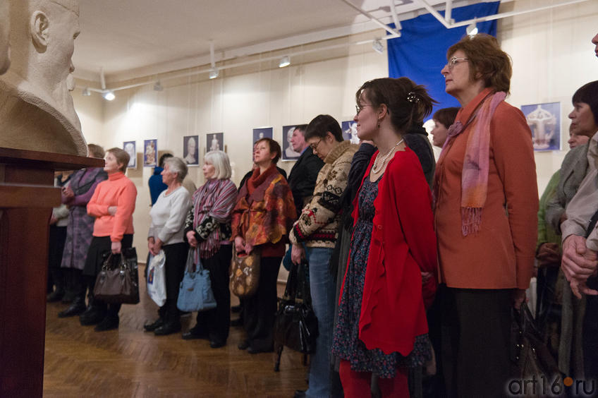 Фото №88837. На открытии выставки Алексея Леонова ''Молитва в скульптуре''