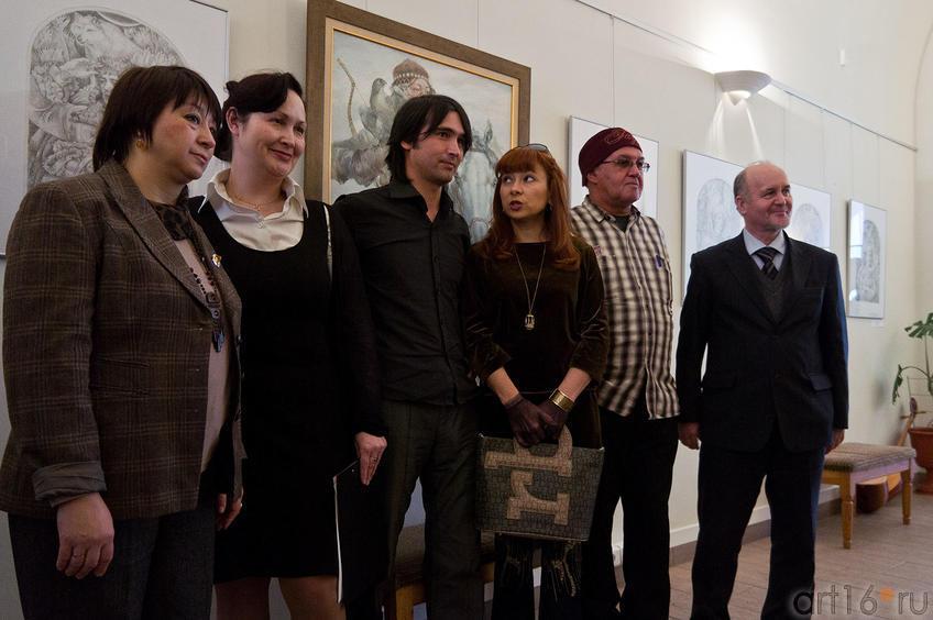Фото №88911. Булат Гильванов. Фото с художником на память об открытии выставки