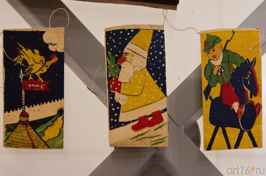 Фото №88980. Гирлянда из флажков: Золотой петушок, Дед Мороз, Крсноармеец