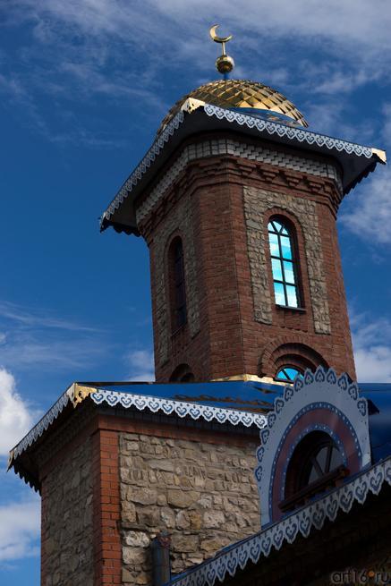 Храм Всех религий Ильдара Ханова. Фрагмен::Виктор Тимофеев. Выставка «Пора тополиного пуха»