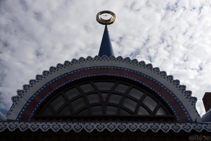 Храм Всех религий Ильдара Ханова. Фрагмент ::Виктор Тимофеев. Выставка «Пора тополиного пуха»