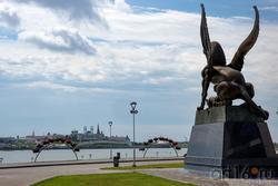 Крылатый барс.  Фрагмент скульптурной композиции «Он и Она», Даши Намдаков