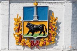 Герб города Сызрань на Спасской башне Сызранского кремля