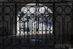 Решётка на прездных воротах Спасской башни Сызранского кремля