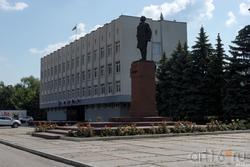 Административное здание Сызрани, памятник Ленину