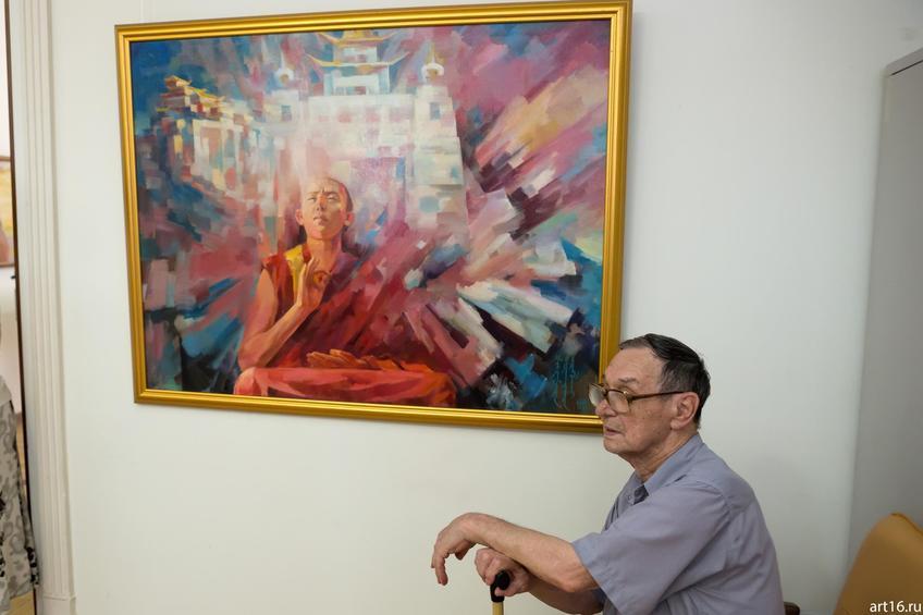 Фото №892877. Медитация. 2010. Шиняев Н., у картины Р.Кильдибеков