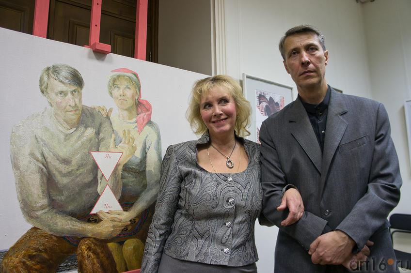 Щетинина И.Н., Щетинин И.В. возле ʺ Автопортретаʺ::Союзу художников Республики Татарстан — 75