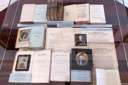 Редкие книги из библиотеки Лобачевского КФУ,  акварельные портреты