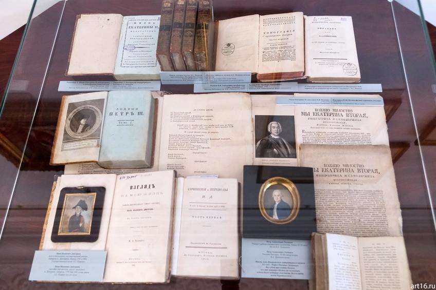 Редкие книги из библиотеки Лобачевского КФУ,  акварельные портреты::Выставка «Пушкин и Казань»